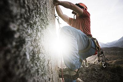 Climber trad climbing, Little Egypt, Bishop, California, USA - p924m2074322 by Alex Eggermont