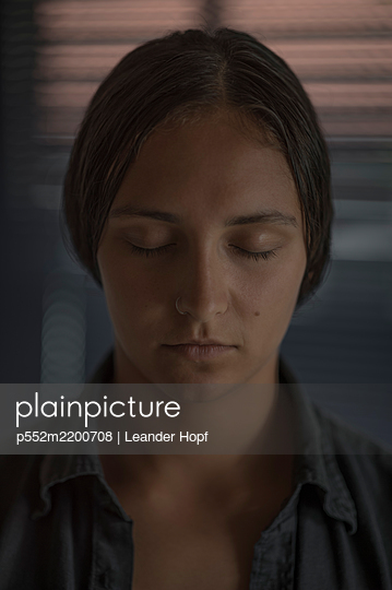 Young woman with closed eyes and nose piercing, portrait - p552m2200708 by Leander Hopf
