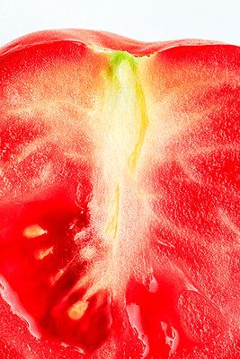 Sliced tomato - p1501m2128603 by Alexander Sommer