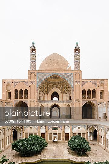Moschee und Madrasa von Agha Bozorg - p798m1044489 von Florian Loebermann