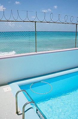 Pool am Meer - p0450683 von Jasmin Sander