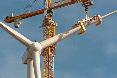 Mounting a wind turbine - p1079m885260 by Ulrich Mertens