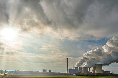 Germany, Grevenbroich, modern brown coal power station Neurath I - p300m2058715 von Frank Röder