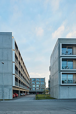 Residential building with parking space - p312m1471014 by Johan Alp