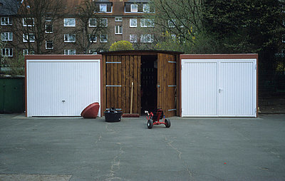 Garages - p3470130 by Georg Kühn