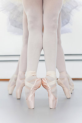 Ballet dancers' feet on pointe - p42916216f by Hybrid Images