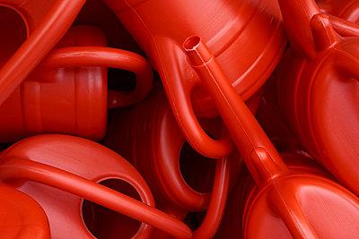Rotes Plastik - p1578m2164598 von Marcus Hammerschmitt