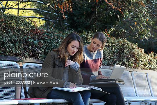 Gemeinsam lernen - p981m2037802 von Franke + Mans