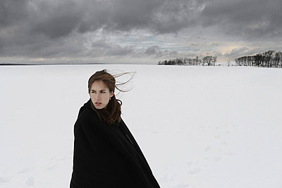 Woman in the snow - p1019m739813 by Stephen Carroll