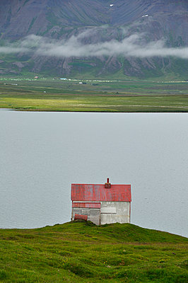 Abandoned house - p470m934113 by Ingrid Michel