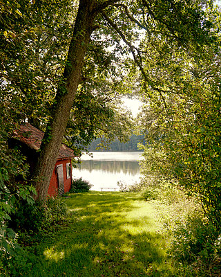 Lakeside cabin - p972m1136632 by Felix Odell