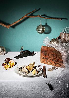 Auster und toter Vogel - p1097m865940 von Mélanie Bahuon
