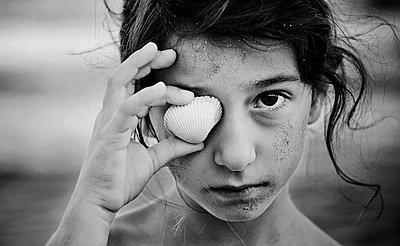 Muschelsammlerin - p1432m1496488 von Svetlana Bekyarova