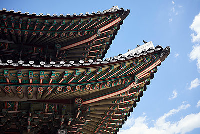 Korea, Seoul, Temple roof - p1492m2223611 by Leopold Fiala
