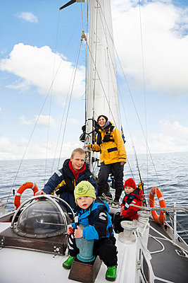 Family on sailing boat, smiling - p31228699 by Per Magnus Persson