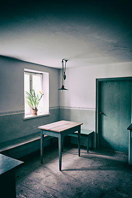 Kitchen old cottage atmospheric table window bench - p609m1192629 by OSKARQ