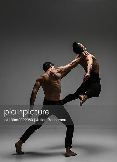 Strength - p1139m2022080 by Julien Benhamou