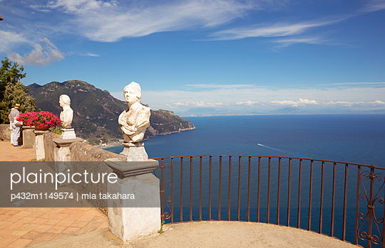 Statuen Villa Cimbrone  - p432m1149574 von mia takahara