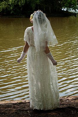 Bride waiting at the lake - p7940448 by Mohamad Itani