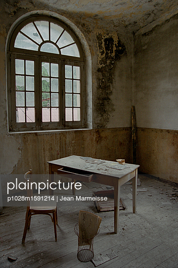 Decay - p1028m1591214 by Jean Marmeisse