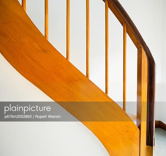 Treppengeländer - p676m2053863 von Rupert Warren