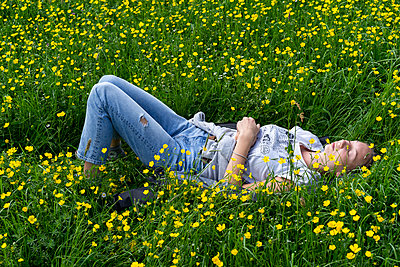 Young woman in a flowered meadow - p1422m1573961 by Vivian Rutsch