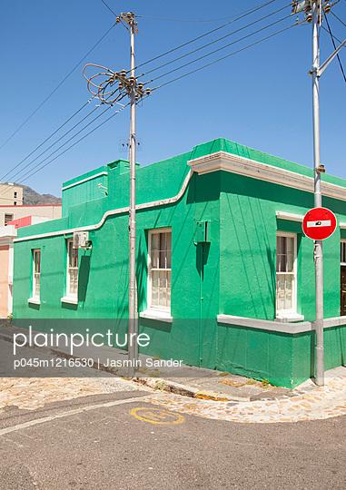 Grünes Eckhaus in Bo Kaap - p045m1216530 von Jasmin Sander