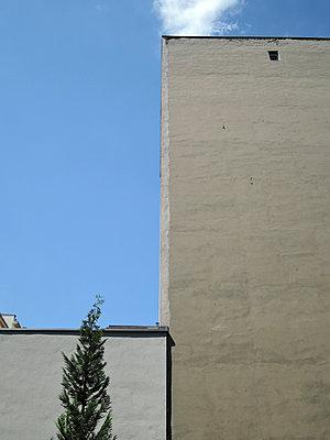 Blaues Stück Himmel - p444m1041344 von Müggenburg