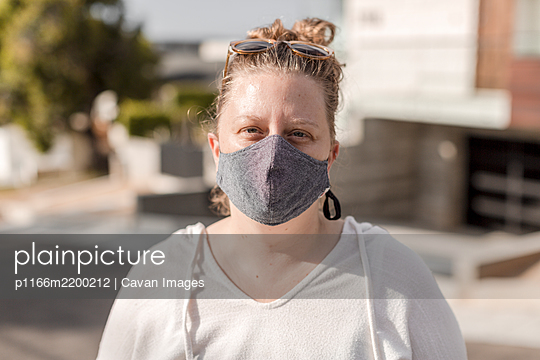 Portrait of woman wearing fabric mask - p1166m2200212 by Cavan Images