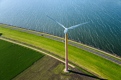 Coastal Windturbine - p1120m1042453 by Siebe Swart
