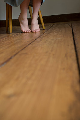 Bare feet - p427m902537 by R. Mohr