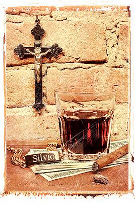 Silvio Berlusconi, Rotwein - p9790080 von Knorreck