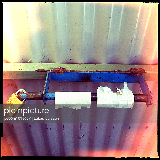 locked, funny, emty, toilet paper, problem, outback, blue mountains, new south wales, australia - p300m1015087 by Lukas Larsson