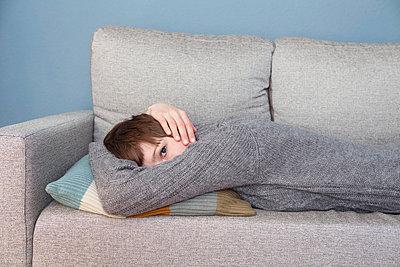 Woman taking a nap - p4540846 by Lubitz + Dorner