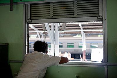 Zugfenster - p7980186 von Florian Loebermann