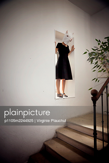 Woman in black dress and animal mask - p1105m2244925 by Virginie Plauchut