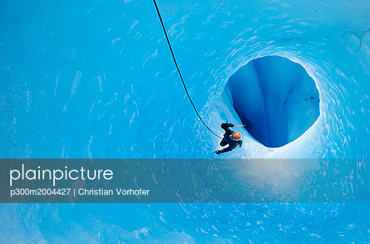 South America, Chile, Torres del Paine National Park, ice climber at Grey Glacier - p300m2004427 von Christian Vorhofer