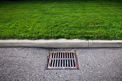 Drain on road - p9241855 by Benjamin Rondel