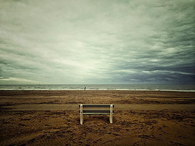 Alone - p1333m1540301 by Gérard Staron