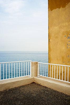 Balkon zum Meer - p1661m2245428 von Emmanuel Pineau
