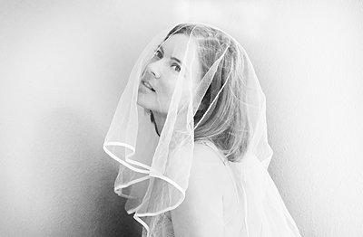 Bride with veil - p1229m2082598 by noa-mar
