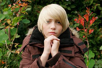 Junge im Park - p1650721 von Andrea Schoenrock