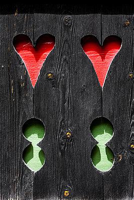 Ausgesägte Herzen - p248m1051794 von BY