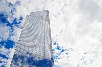 Skyscraper  - p851m1048652 by Lohfink
