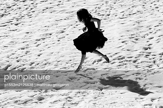 la petite robe noire - p1553m2126638 by matthieu grospiron