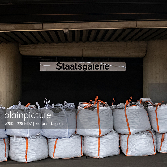 Train Station Staatsgalerie - p280m2291607 by victor s. brigola