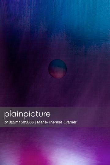 Mystische Kugel und lila Hintergrund - p1322m1585033 von Marie-Therese Cramer