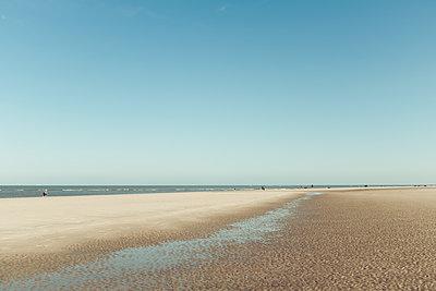 Germany,  Spiekeroog, beach at low tode - p300m1581327 von Dirk Wüstenhagen