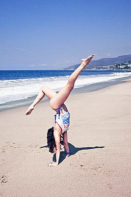 Elegant handstand - p930m814907 by Ignatio Bravo