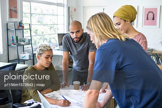 junge Leute Business/ Start up /Entwickler - p1156m1572843 von miep